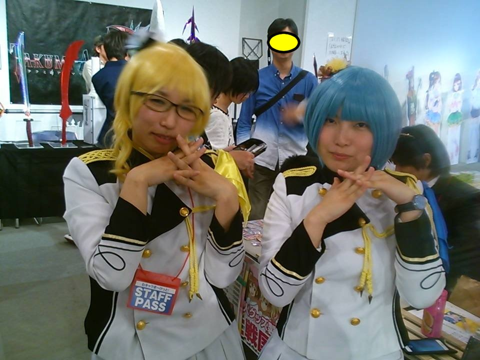 王立サブカル学園・遊部の女性パーソナリティ。左が鳳凰院カテリーナ、右が山田花子(うさ子)